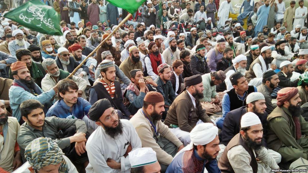 Tehreek -e- Labaik, Ya Rasool Allah, activists, during, sit-in, at, Faiz abad, interchange, Islamabad