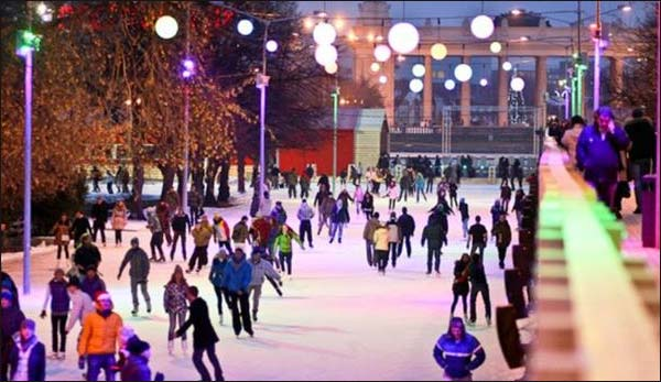 Moscow: Biggest ice skating rink opens for public