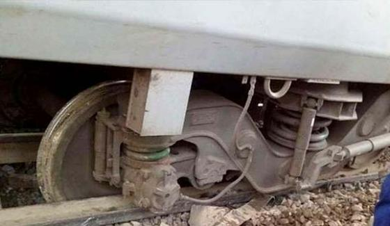 Khushhal khan express engine fell from track, passenger safe