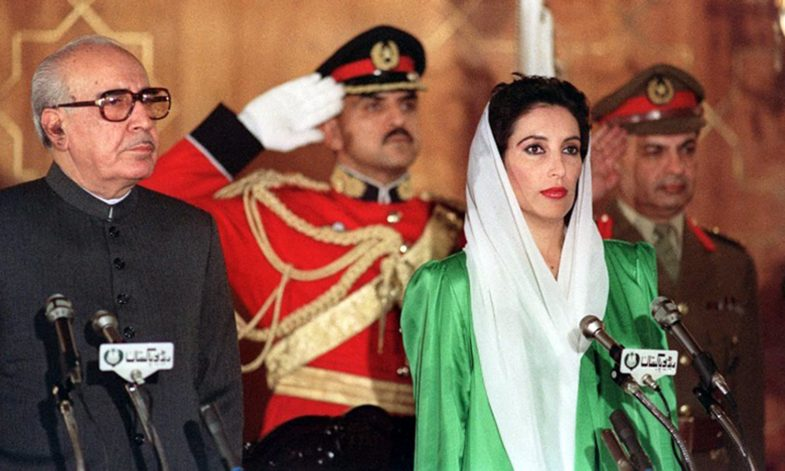 Benazir Bhutto (R) and President Ghulam Ishaq Khan, stand as the national anthem is being played before oath taking of Mrs Bhutto as first woman Prime minister of Pakistan and of moslem world, 02 december 1988.