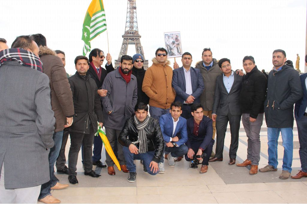 Paris, kashmir, day, protess, at, eiffel, tower, barisster,sultan, mehmood, chaudhry, was, the , chief, guest