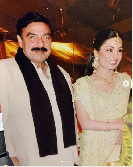 SHEIIKH RASHEED, PHOTOS, WITH, MEERA, SOCIAL MEDIA, HOT, SCNES, VIEWERS, BLASTED
